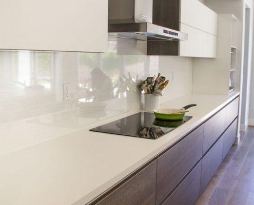 Современная кухня из МДФ и пластикаСовременная кухня из МДФ и пластика