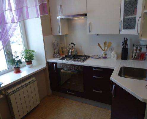 Кухня с искусственной столешницей