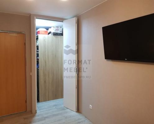 Складная дверь в гардеробную комнату